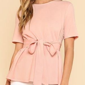 SELF BELT KEYHOLE BLOUSE